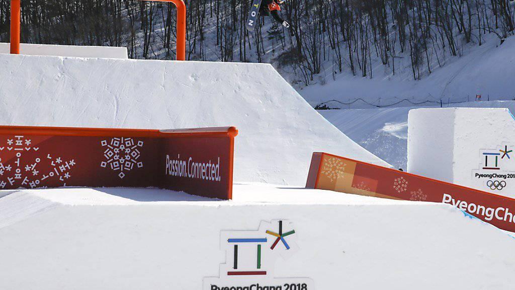 Für die Snowboarderinnen beginnt der Slopestyle-Wettkampf mit Verspätung.