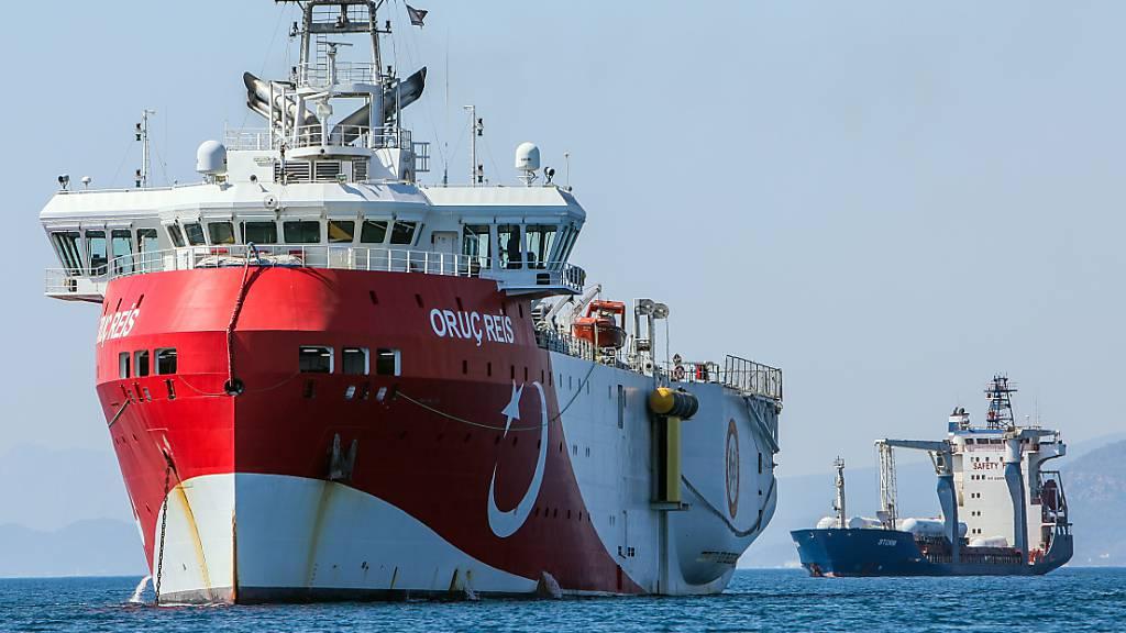 Das türkische Forschungsschiff «Oruc Reis» ankert vor der Küste Antalyas im Mittelmeer.