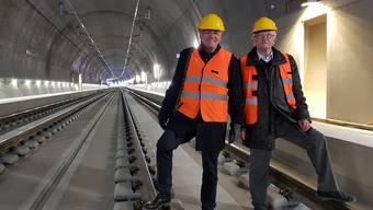 Alt Nationalrat Norbert Hochreutener (links) und Alt Ständerat Rolf Büttiker (rechts) freuen sich über das fertige Bauwerk.