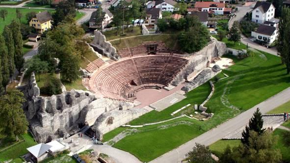 Das römische Theater in Augusta Raurica von oben.