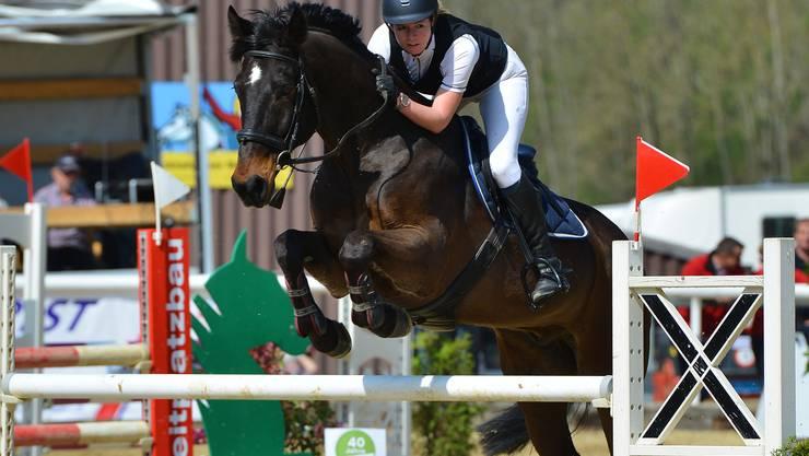 Die Siegerin der letzten Prüfung: Carina Kronenberg mit Elwis
