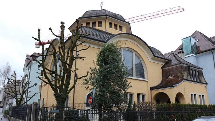 Aus Sicherheitsgründen ist die Synagoge der israelitischen Kultusgemeinde Baden eingezäunt. Die Kosten dafür muss die Kultusgemeinde selbst tragen.