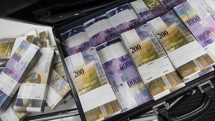 Dank 150 Einzelmassnahmen will die Berner Regierung jährlich 185 Mio. Franken einsparen. (Archivbild)