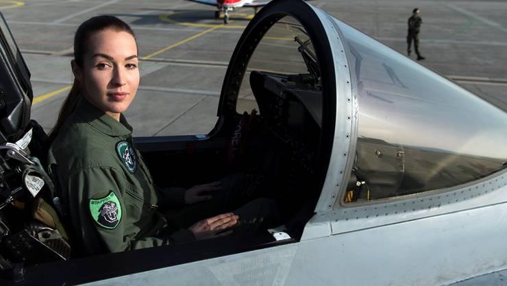 Ein mögliches Testimonial für junge Menschen: Die 28-jährige Fanny Chollet ist die erste Kampfjetpilotin der Schweiz.