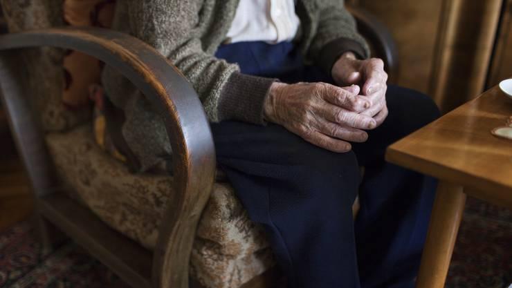 Alte Menschen gehören zur Corona-Hochrisiko-Gruppe. (Symbolbild)