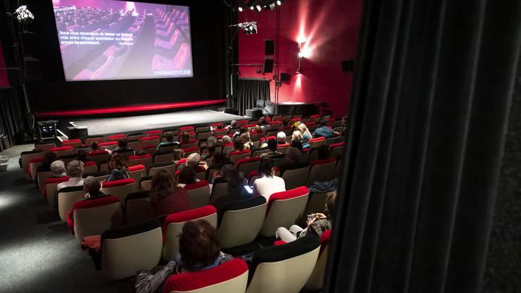 Die Filmstars haben ihre Stammsynchronsprecher für die verschiedenen Sprachen. So entstehen mehr und mehr komplett neue Filmfassungen.