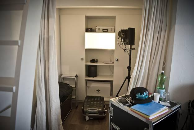 Stress mit Noah Veraguth und Bastian Baker produzieren «Noels Room» in Stress' Haus