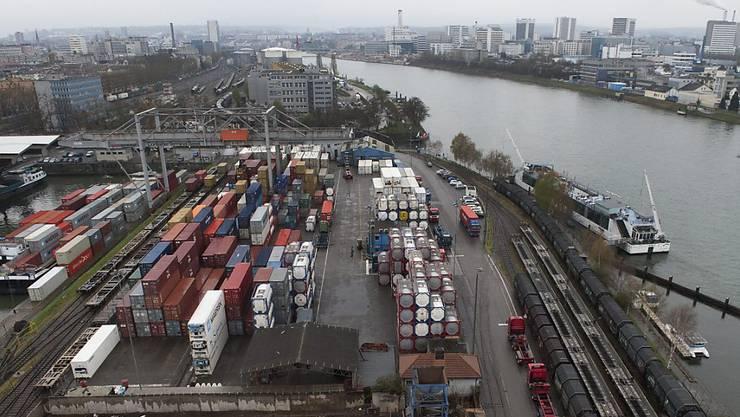 Mit Unterstützung des Bundes wird in Basel ein neues Container-Terminal gebaut. Doch das Projekt bleibt umstritten. (Archivbild)