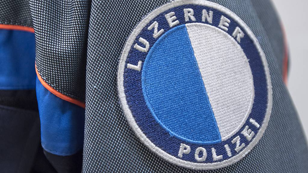 Horw: Unfall mit drei Autos auf der A2 – Polizei sucht Lenker