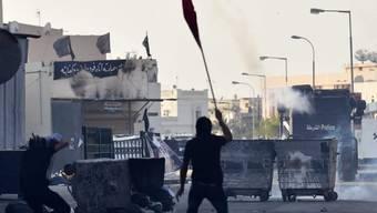 Die Polizei geht in Manama gegen Demonstranten vor
