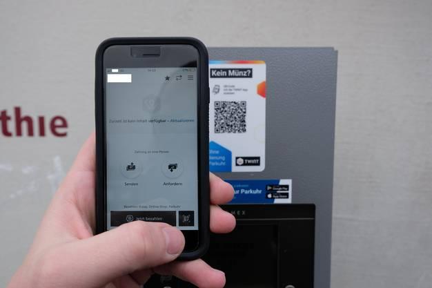 Eine Möglichkeit ist die Bezahlung mit der Twint-App. Wir öffnen diese ...