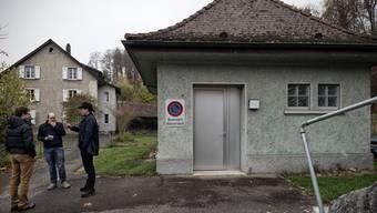 Das an der Hauptstrasse in Zwingen gelegene Quellwasser-Pumpwerk Bernhardsmätteli müsste wegen der Deponien geschlossen werden.