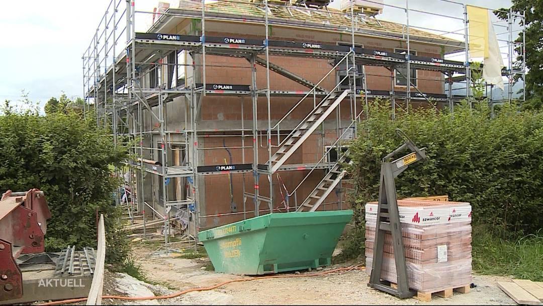 Dachdecker bei tödlichem Arbeitsunfall mehrere Meter in die Tiefe gestürzt