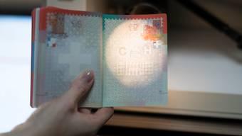 Der Schweizer Pass soll noch fälschungssicherer werden. Gaetan Bally/Keystone