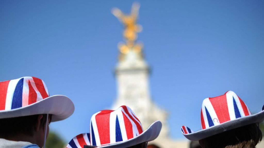 Auktionsflop: Die Briten erinnern sich lieber vor dem Denkmal an Queen Victoria, als dass sie deren leicht verfärbten Unterhosen als Erinnerungsstück aufbewahren. (Archivbild)