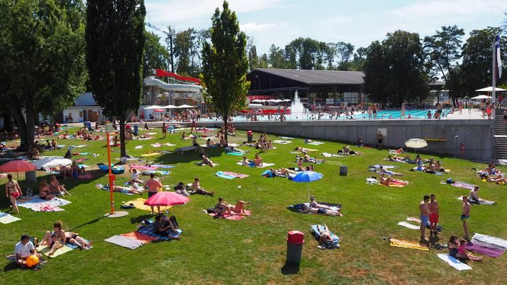 Im Strandbad Rheinfelden war auch am vergangenen Sonntag die Liegewiese nicht überfüllt.