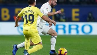 Villarreals Santi Cazorla (links) bringt Dani Carvajal und die Madrider ins Straucheln