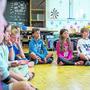 Im Achtsamkeitsunterricht sollen die Kinder unter anderem lernen, die Signale ihres Körpers zu lesen. (Urdorf, 3. Juli 2020)