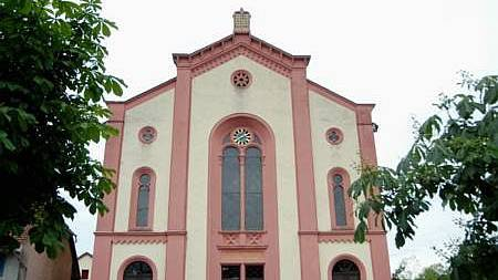 Sicht auf die Synagoge Lengnau. Ein Gesetz verbot es Juden, ausserhalb von Endingen und Lengnau Häuser oder Grundstücke zu kaufen. (Bild: wal)