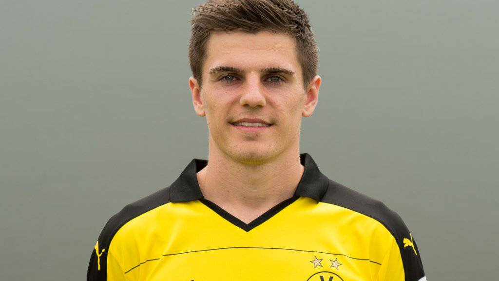 Jonas Hofmann posierte vor Saisonbeginn im Trikot von Dortmund