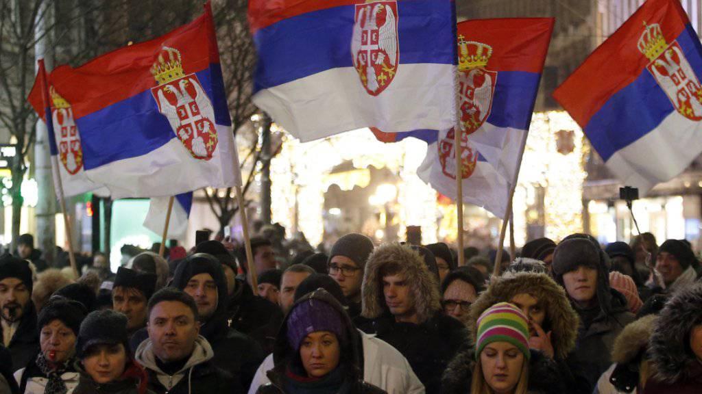 Regierungsgegner gingen in Belgrad den fünften Samstag in Folge auf die Strasse.