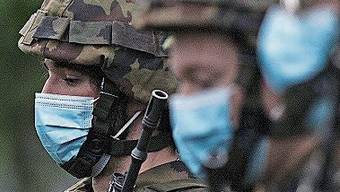 Militär hat Masken teuer bezahlt.