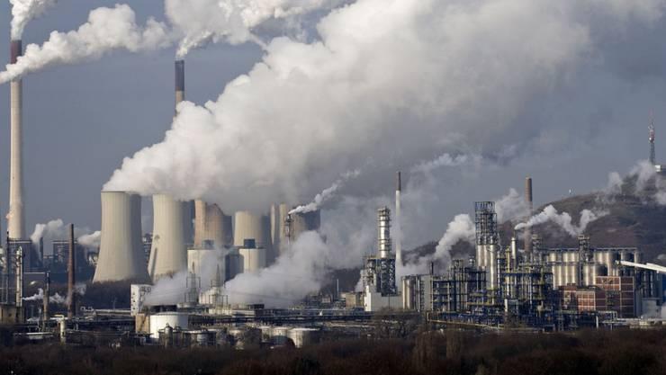 Am Klimagipfel wird darüber debattiert, den CO2-Ausstoss und den damit verbundenen Klimawandel zu begrenzen. (Symbolbild: Blick auf das Steinkohlekraftwerk Scholven in Gelsenkirchen, Deutschland.)