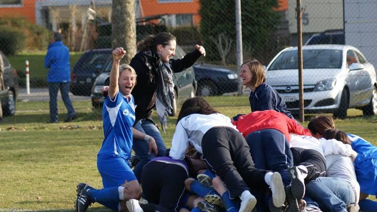 Freude herrscht: Beim FC Schlieren jubelt man über die Nachricht des Bezirksrates. (rubu)