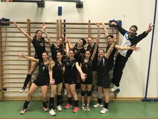 Das Damen 1 feiert den Sieg gegen den BTV Aarau.
