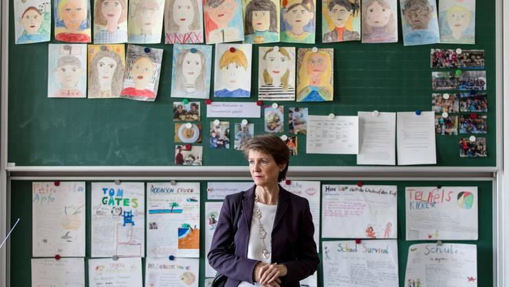 Bundespräsidentin Simonetta Sommaruga besucht am Tag der ersten Lockerungen des Lockdowns die Schule Länggass in Bern.