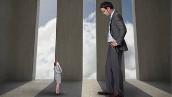 Frauen machen sich häufig kleiner, als sie sind: Geht es um eine Beförderung oder eine neue Stelle, finden sie zuerst einmal viele Gründe, die dagegensprechen. iStockphoto