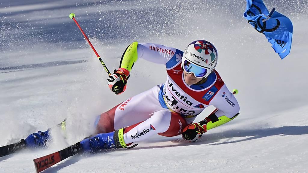 Medaillen-Traum von Cortina geplatzt: Marco Odermatt rutscht im Riesenslalom weg