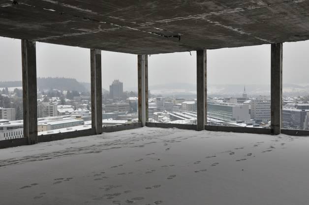 Das Rockwell-Hochhaus ist zur Sprengung bereit: Die exklusive Sicht über das verschneite Aarau
