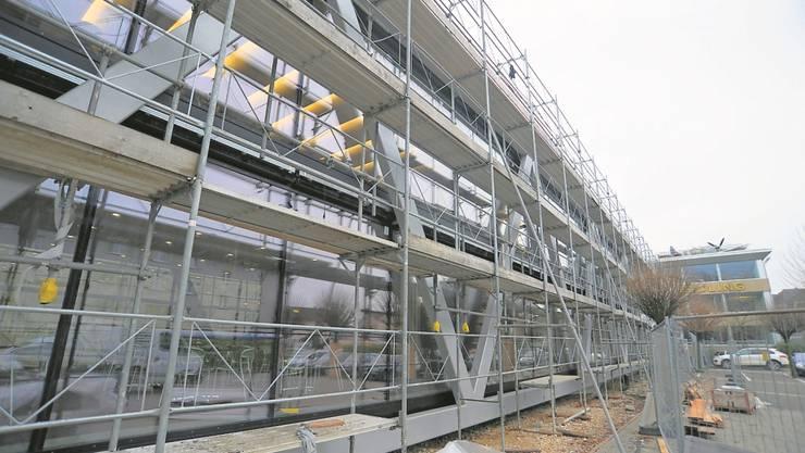 Breitling erweitert seinen Hauptsitz mit einem Neubau.