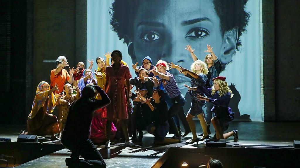 Jubel für starke Frauen des Musicals «Wüstenblume»