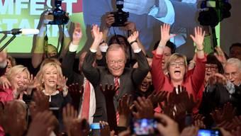 Eine Partei atmet auf: SPD-Spitzenkandidat Weil (Mitte) siegt in Niedersachsen klar und beendet die Pleitenserie seiner Partei im Jahr 2017.