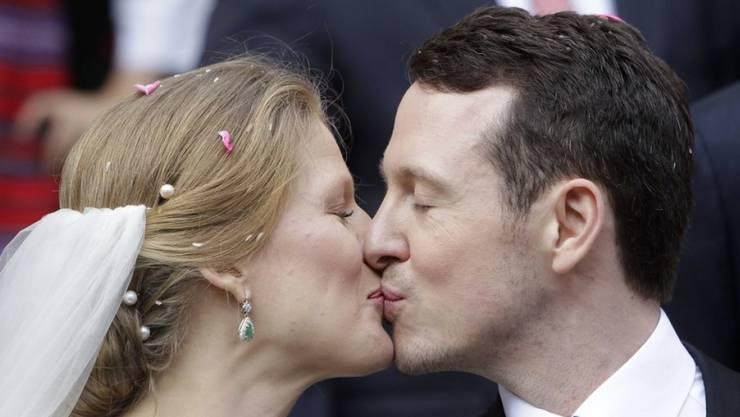 Der serbische Prinz Filip (r) hat am 8. Oktober 2017 in Belgrad die Künstlerin Danica Marinkovic geheiratet.