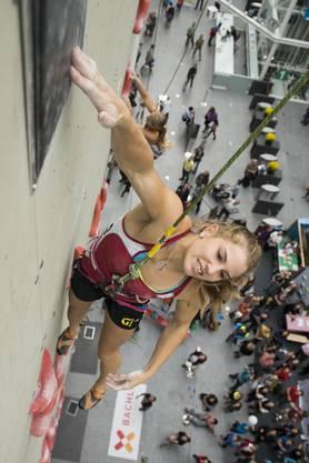 Petra Klingler beim Speedklettern