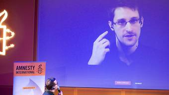 Edward Snowden von Moskau aus während einer Live-Schaltung zu einer Amnesty-International-Veranstatlung im vergangenen Dezember in Paris