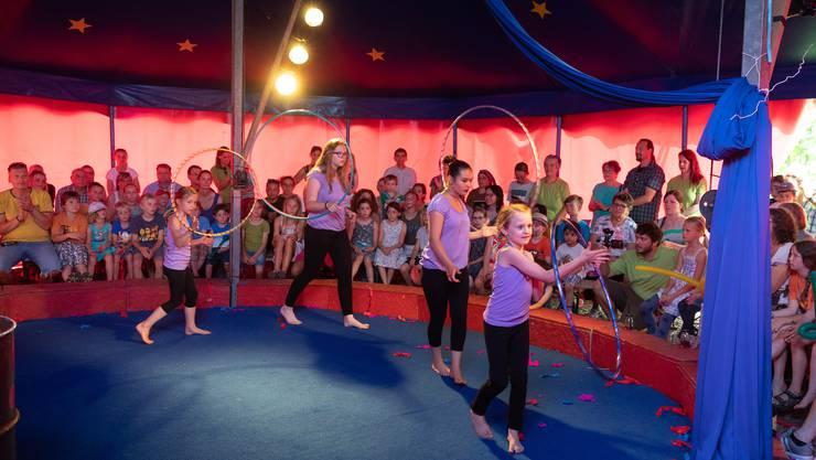19 Artistinnen und Artisten des Kinderheims amitola traten am Jubiläumsfest im Zirkus Mistelino auf.
