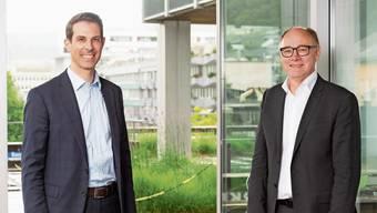 Die beiden Aargauer Ständeräte Thierry Burkart (FDP, links im Bild) und Hansjörg Knecht (SVP) anlässlich des Gesprächs auf der Terrasse im ersten Stock des BT-Hochhauses in Baden.