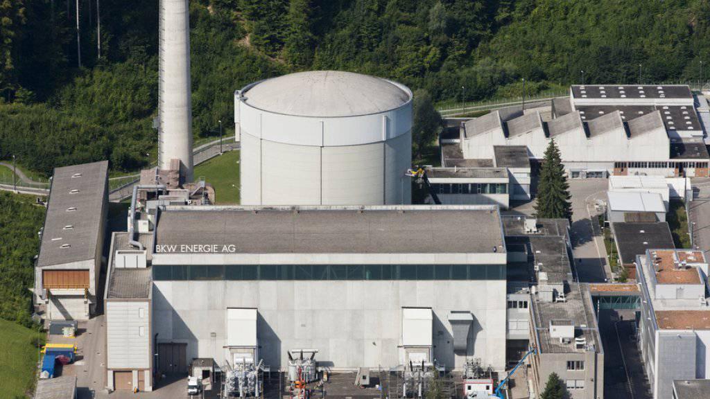 Das AKW Mühleberg bei Bern soll als erstes Schweizer Atomkraftwerk zurückgebaut werden. (Archiv)