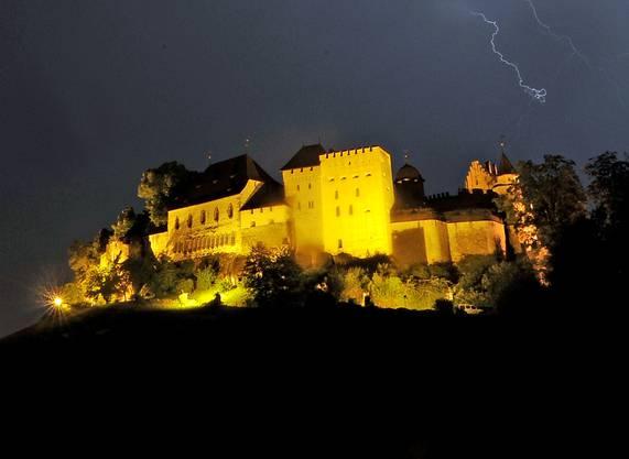 Schloss Lenzburg: Beleuchtung von 19 bis 0.30 Uhr, 1950 Stunden jährlich, 19 500 Kilowattstunden Verbrauch pro Jahr.