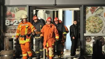 """Rettungskräfte beim """"Maxima""""-Einkaufszentrum in Riga"""