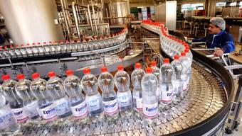«Wasser in Flaschen ist ein wachsender Markt», weiss man in Eptingen.  Nicole Nars-Zimmer
