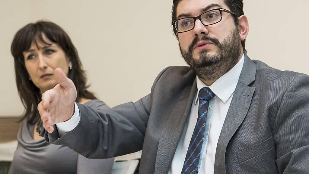 Die Initiative steckt einen Rahmen ab, erlaubt es aber nicht, die Burka zu verbieten, erklärte Kevin Grangier, Generalsekretär der SVP Waadt und Präsident des Initiativkomitees.