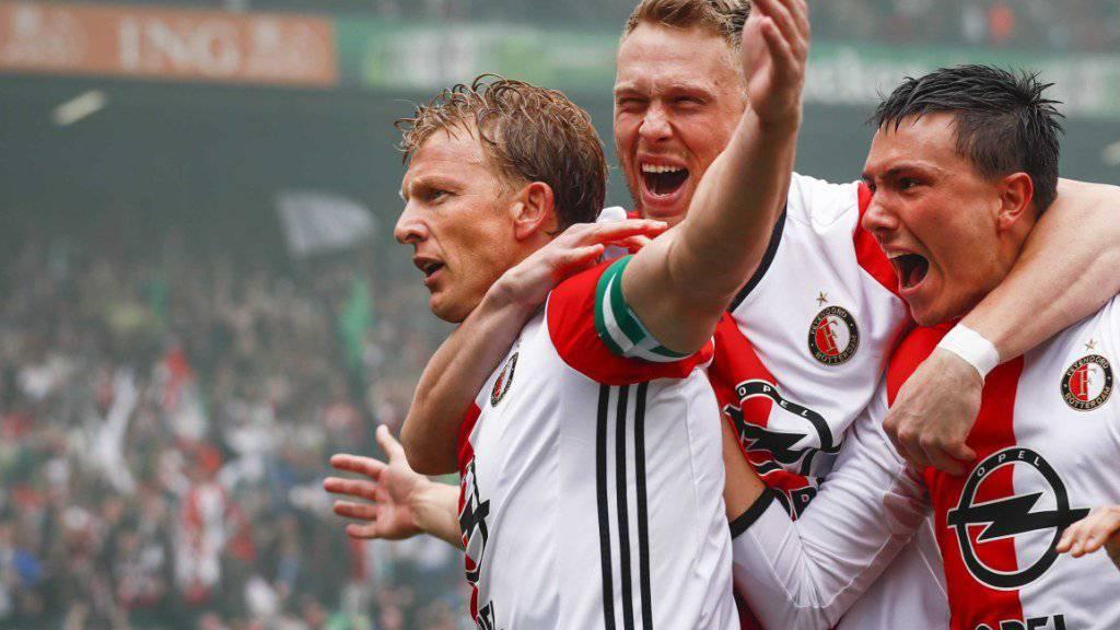 Feyenoord-Altstar Dirk Kuyt feiert einen seiner drei Treffer zum Meistertitel