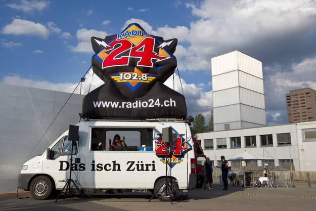 Der Radio 24 Sendebus am Konzert von Bruce Springsteen, 2012
