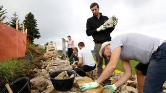 """Das Projekt """"Mauern bauen, brücken bilden"""" bringt Jugendliche aus vier verschiedenen Ländern mit unterschiedlichen Kulturen und Religionen auf den Grenchenberg."""