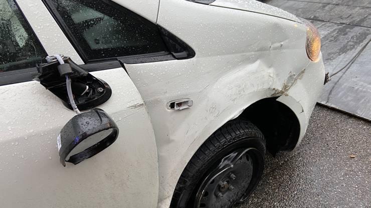 Der Lenker hatte auf der Autobahn zu spät gebremst und war in einen Wagen vor ihm aufgefahren, worauf sein eigener zur Seite kippte.